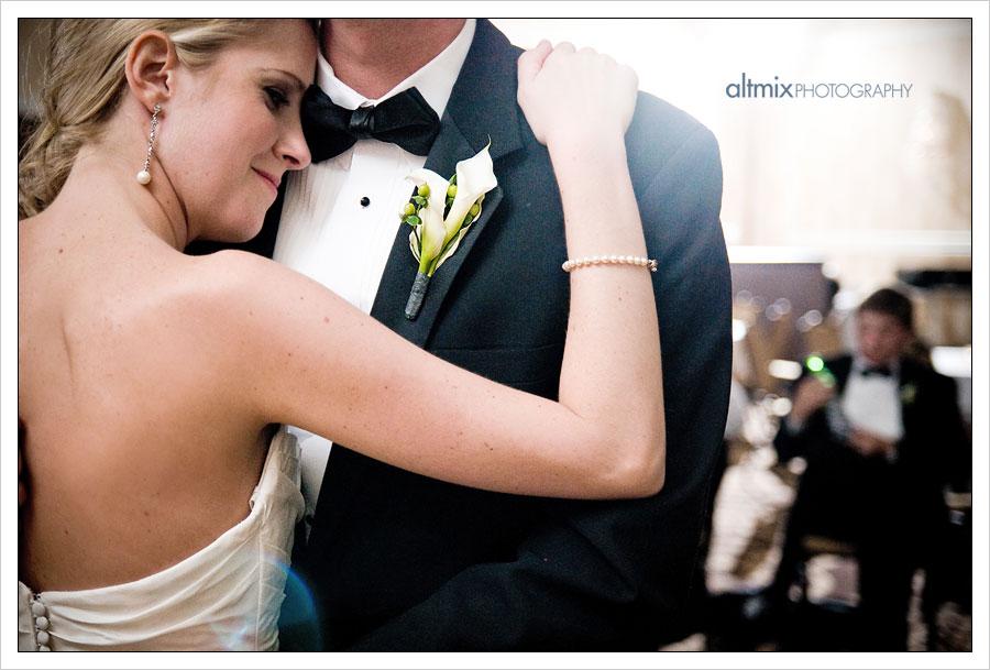 02_green_white_wedding_041809