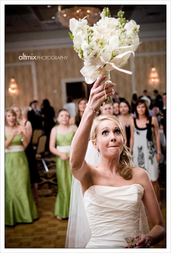 05_green_white_wedding_041809