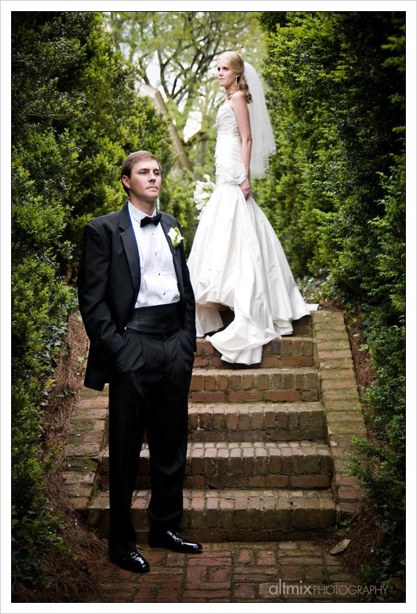13_green_white_wedding_041809