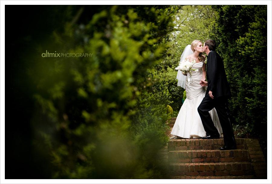 16_green_white_wedding_041809