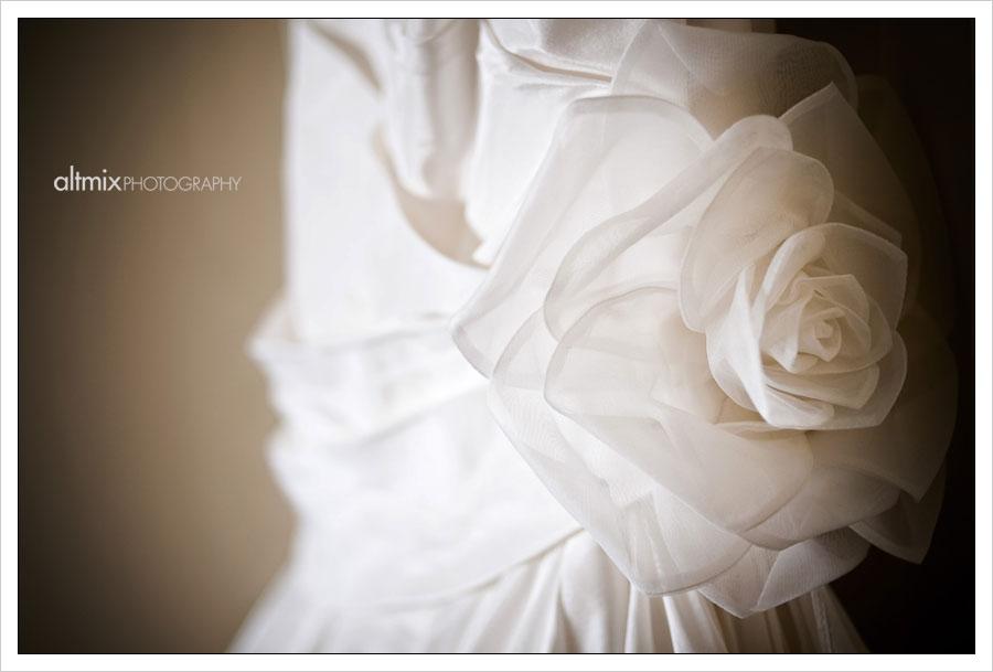 22_green_white_wedding_041809